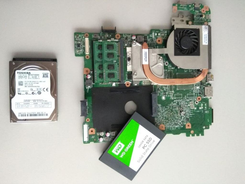 Dell Inspiron N5110 laptop memória és HDD csere
